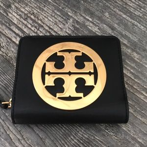 Beautiful Tory Burch Charlie Wallet
